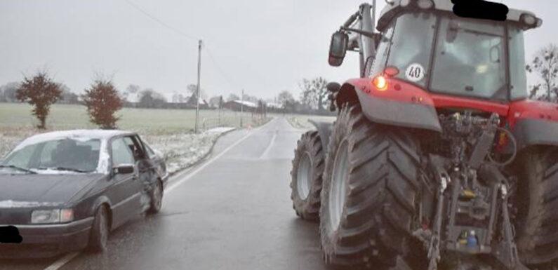 Passat schleudert gegen Traktor