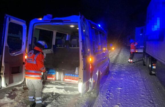 Schneechaos auf der Autobahn: DRK-Nachteinsatz bei Eis und Kälte