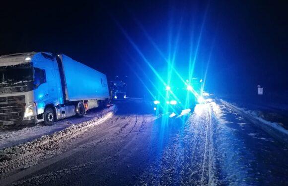 Festgefahrener LKW blockiert Zufahrt zur B 65