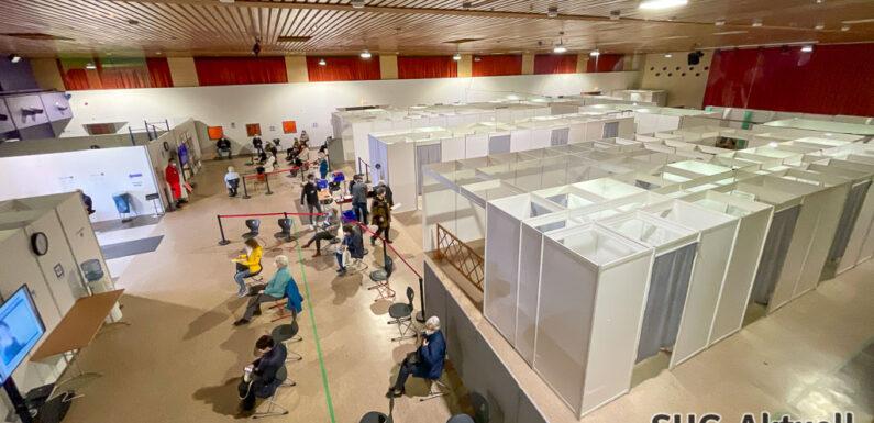 Samstags-Impfaktion in Schaumburg: DRK verstärkt Team in der Festhalle Stadthagen