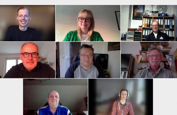 Vertreter des Fußballkreises Schaumburg sprechen mit Marja-Liisa Völlers über fehlende Kunstrasenplätze und weitere Probleme