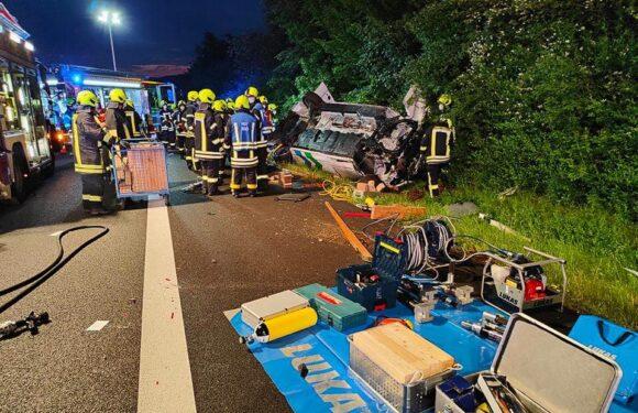 Schwerer Unfall auf der A2 zwischen Rehren und Lauenau: Transporter überschlägt sich