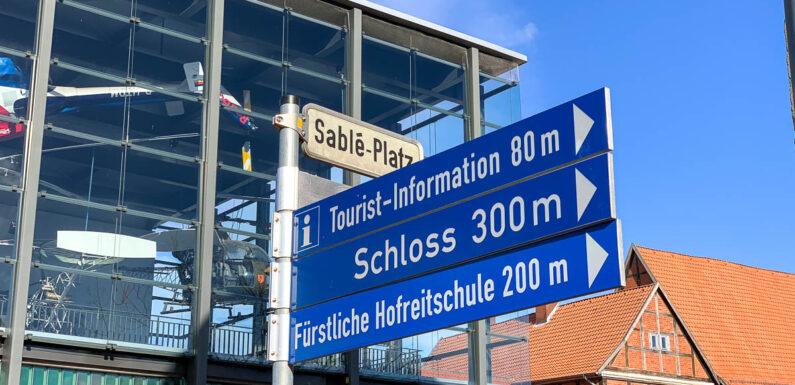 Bückeburg: Verkehrsbehinderungen wegen Hubschraubertransport
