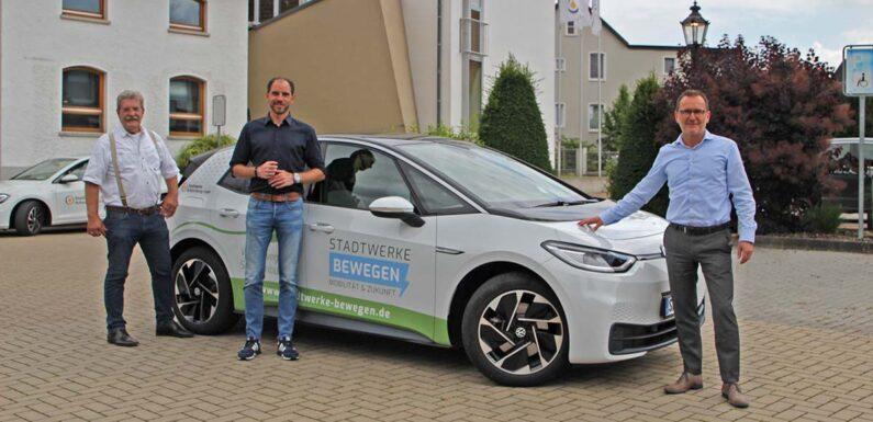 Zwei Szenarien für die Energiewende: Bundestagsabgeordneter Maik Beermann zu Besuch bei den Stadtwerken