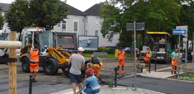 "Bückeburg: Fahrbahndecke ""Am Bahnhof"" erneuert"