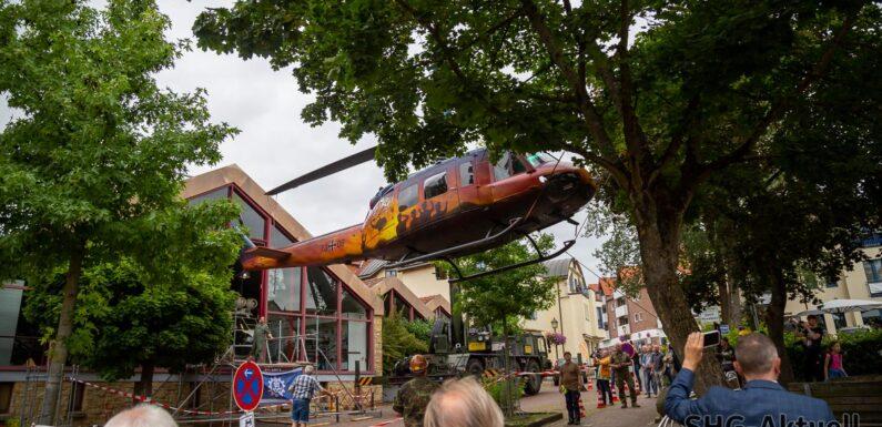 """""""Goodbye Huey"""": Allerletzte Reise der Bell UH-1 D führt am Haken ins Hubschraubermuseum Bückeburg"""
