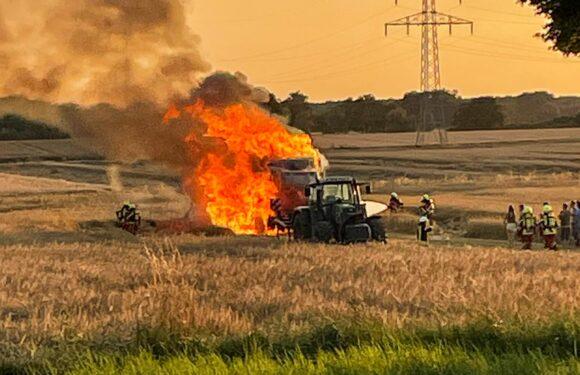 Feuerwehreinsatz in Meinsen: Mähdrescher brennt lichterloh