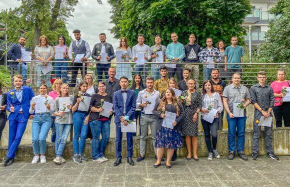 Volkshochschule Schaumburg vergibt 47 Abschlusszeugnisse auf dem zweiten Bildungsweg