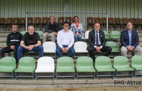 Das Fußballspiel als Familienevent: Schicke Sitze für die Tribüne im Jahnstadion