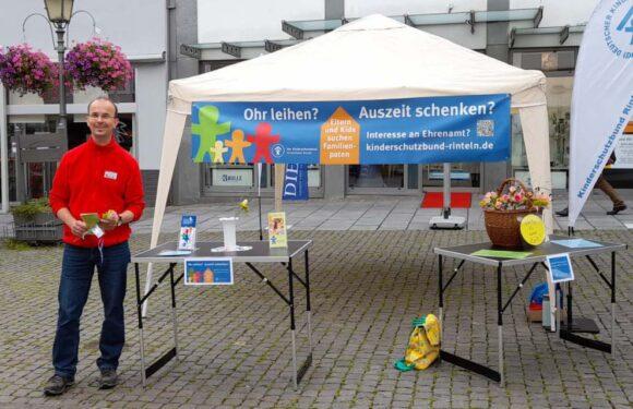 Bad Eilsen: Infostand über die Familienpaten auf dem Wochenmarkt