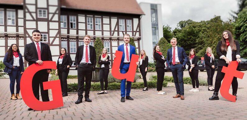 Sparkasse Schaumburg begrüßt 12 neue Azubis
