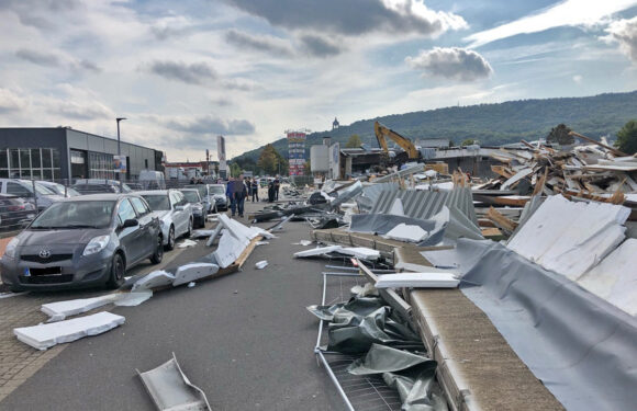 Bei Abrissarbeiten in Porta Westfalica: Über 50 Meter Gebäudewand eingestürzt