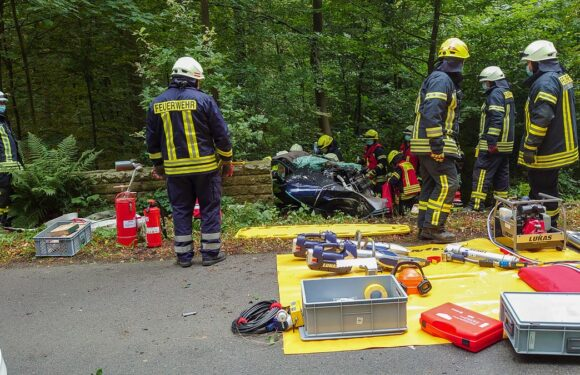 Autofahrer schwer verletzt: Unfall zwischen Hagenburg und Bergkirchen