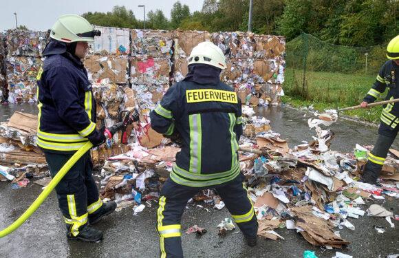 Feuerwehreinsatz bei AWS: Falsch entsorgte Batterien lösen Schwelbrand aus