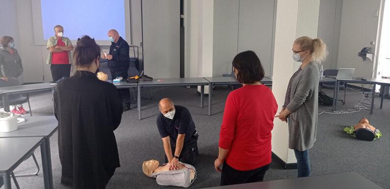 Schaumburg: Kreisverwaltung schult Mitarbeiter in lebensrettenden Erste-Hilfe-Maßnahmen
